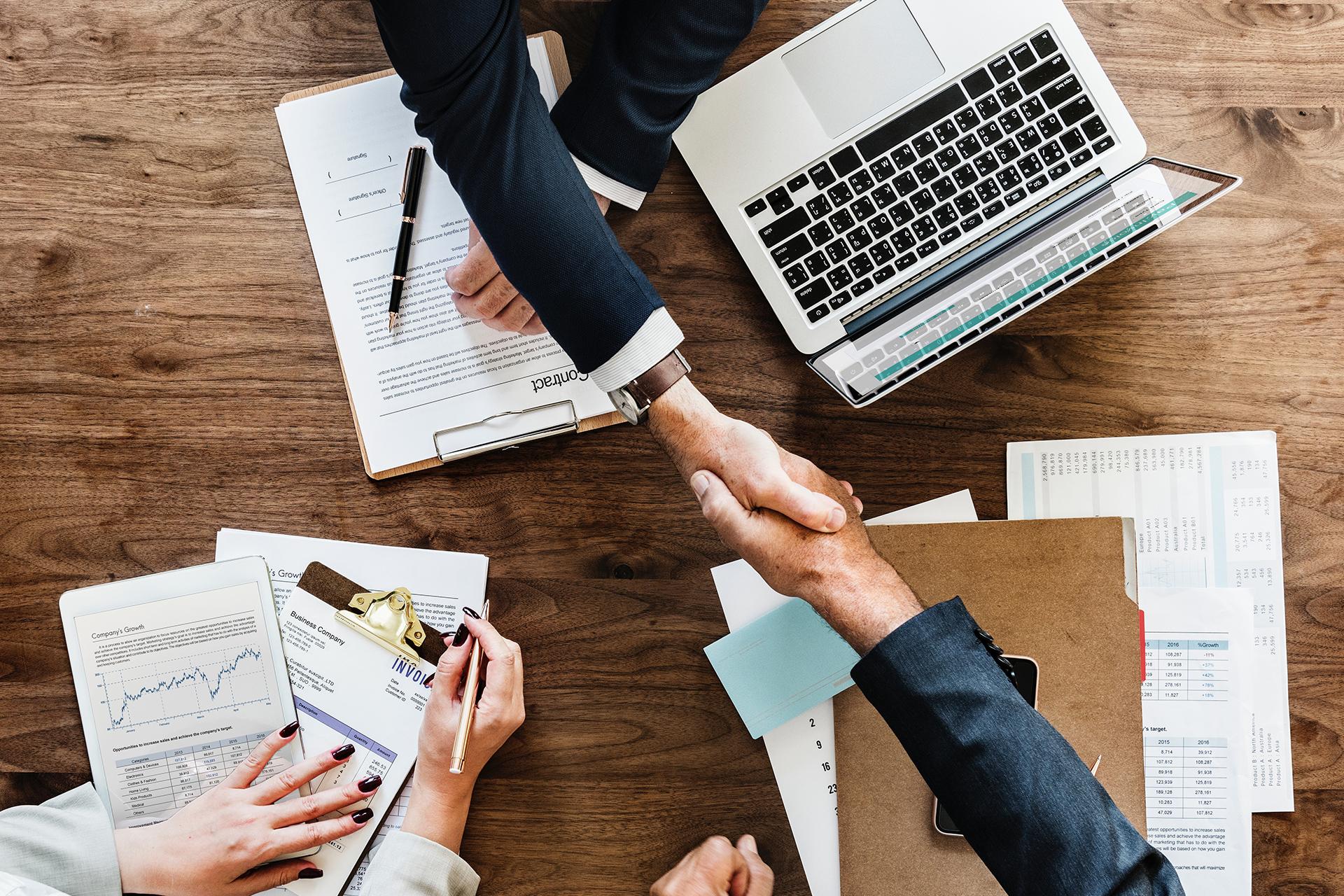 Externa-vous-aide-à-la-rédaction-de-vos-contrats-de-travail